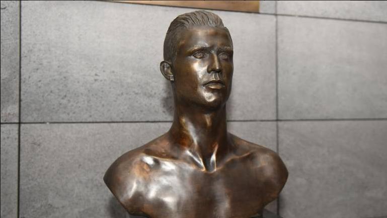 Patung Ronaldo Bust Di Madeira Airport Diganti Dengan